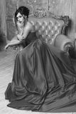 Elegancka dama jest ubranym balową togę Obrazy Stock
