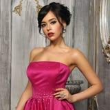 Elegancka dama jest ubranym balową togę Zdjęcie Royalty Free