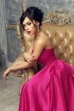 Elegancka dama jest ubranym balową togę Zdjęcia Royalty Free
