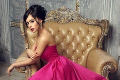 Elegancka dama jest ubranym balową togę Zdjęcia Stock