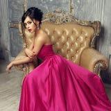 Elegancka dama jest ubranym balową togę Obraz Royalty Free