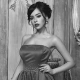 Elegancka dama jest ubranym balową togę Fotografia Stock