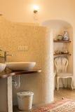Elegancka kafelkowa łazienka w naturalnych brzmieniach Obraz Royalty Free