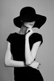 Elegancka kobieta czarny i biały portret Zdjęcia Royalty Free
