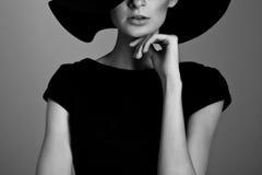 Elegancka kobieta czarny i biały portret Zdjęcie Royalty Free