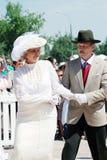 Elegancka kobieta i mężczyzna tanczymy na ulicie Obrazy Royalty Free
