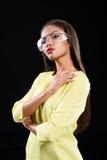 Elegancka kobieta krzyżuje ona ręki Fotografia Stock