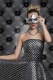 Elegancka kobieta przy karnawału przyjęciem Zdjęcie Royalty Free