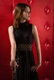 Elegancka kobieta w czerni z gitarą Zdjęcie Royalty Free