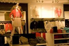Elegancka kobiety odzież w sklepie Zdjęcia Stock
