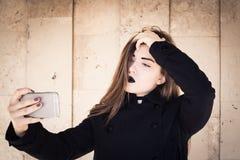 Elegancka nastoletnia dziewczyna z czarną pomadką Fotografia Royalty Free