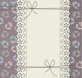 Elegancka pokrywa z dekoracyjnymi kwiatami i koronka ornamentem Obraz Royalty Free