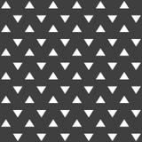 Elegancki abstrakcjonistyczny bezszwowy wzór z czarnymi graficznymi trójbokami Obrazy Stock