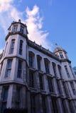 Elegancki biały dwór budynku królestwa London stary wierza zlany Victoria obrazy stock