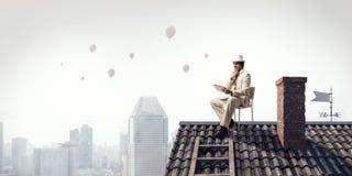 Elegancki biznesmen w butla kapeluszu Zdjęcia Royalty Free