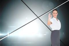 Elegancki bizneswoman pokazuje zadowalającego gest Obrazy Royalty Free