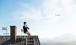 Elegancki bizneswoman w butla kapeluszu Mieszani środki Obraz Stock