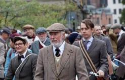 Elegancki dżentelmen jest ubranym staromodnego tweed odziewa Zdjęcia Royalty Free