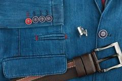 Elegancki drelichowy kostium z srebni cufflinks i pasek Męska kurtka z cufflinks i kieszeniami, zakończenie Mężczyzna ` s moda Obrazy Royalty Free