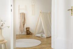 Elegancki dzieciaka playroom z kopii przestrzenią obraz stock