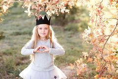 Elegancki dziecko outdoors fotografia stock