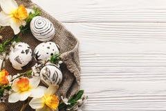 Elegancki Easter mieszkanie nieatutowy malujący Easter jajka czarny i biały colo Zdjęcia Stock