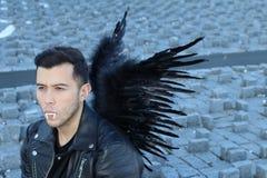 Elegancki etniczny wampir z czarnymi skrzydłami zdjęcia royalty free