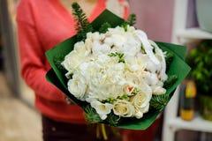 Elegancki i elegancki zima bukiet biali kwiaty Zdjęcia Stock