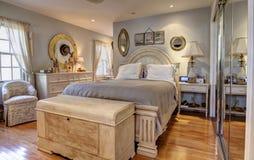 Elegancki klasyczny sypialni wnętrze fotografia royalty free