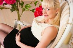 elegancki kobieta w ciąży fotografia royalty free