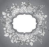 Elegancki kwiecisty szablon z graficznymi krzak różami, liśćmi i ilustracji