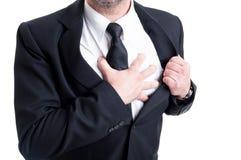 Elegancki mężczyzna ma klatka piersiowa ataka serca i ból Zdjęcie Royalty Free