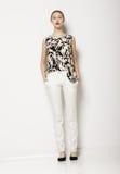 Elegancki młodej kobiety Mod w świetle Odziewa nad Białym tłem. Moda styl Obrazy Royalty Free