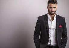 Elegancki młody przystojny mężczyzna. Pracowniany moda portret. zdjęcia royalty free