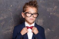 Elegancki mały mężczyzna w kostiumu Obrazy Stock