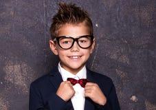 Elegancki mały mężczyzna w kostiumu Fotografia Royalty Free