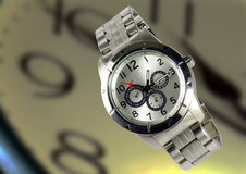 Elegancki modny kruszcowy wristwatch zdjęcia stock
