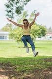 Elegancki nastolatek pokazuje zaufanie i pauz? obrazy royalty free