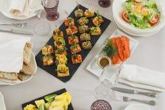 Elegancki Obiadowy położenie - Galanteryjny jadalnia stołu set obraz stock