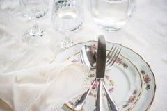 Elegancki obiadowy ustawiający z srebnymi noża, rozwidlenia i łyżki łgarskimi acros, zdjęcia royalty free