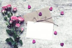 Elegancki oznakuje mockup wystawiać twój grafika czerwona róża Obrazy Royalty Free