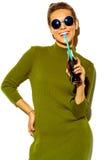 Elegancki piękny model w lecie eleganckim odziewa w studiu Zdjęcie Stock