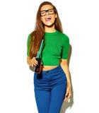Elegancki piękny model w lecie eleganckim odziewa w studiu Fotografia Stock