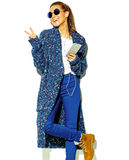 Elegancki piękny model w lecie eleganckim odziewa w studiu Zdjęcie Royalty Free