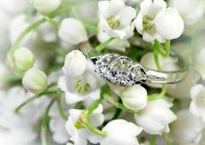 Elegancki pierścionek i leluja dolina Obraz Royalty Free