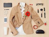 Elegancki przypadkowy set odzieżowy, akcesoria i materiał dla urba Fotografia Royalty Free