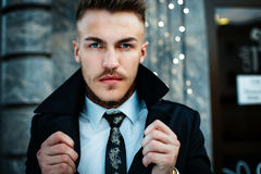 elegancki przystojny mężczyzna zdjęcia stock