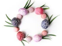 Elegancki Ramowy tło z Easter jajkami z kopii przestrzenią dla teksta Na białym tle Mieszkanie nieatutowy, odgórny widok Wielkano Zdjęcie Royalty Free