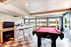 Elegancki rozrywka pokój z basenem, barem i grabą, obrazy royalty free