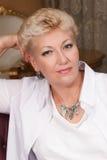 Elegancki senior z biżuterią obrazy royalty free